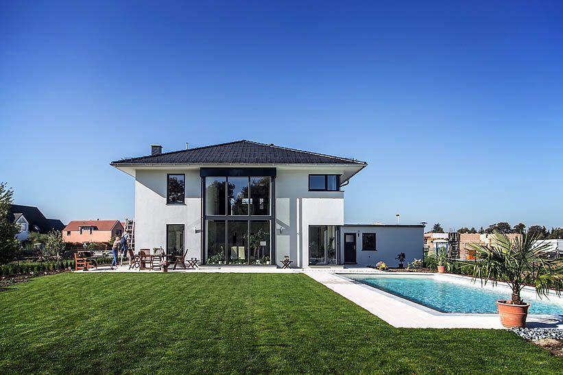 Moderne stadtvilla mit zeltdach tauber architekten und for Raumgestaltung anhalt