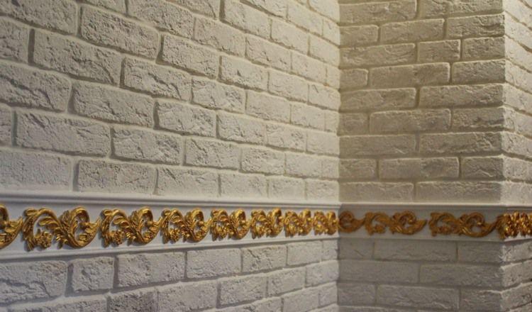 weiße Ziegel Verblendsteine und gold gefärbte Zierornamente | DIY ...