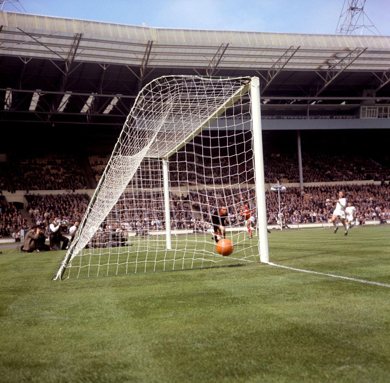Primer gol del Benfica en la final de la Copa de Europa de 1963 obra de Eusebio