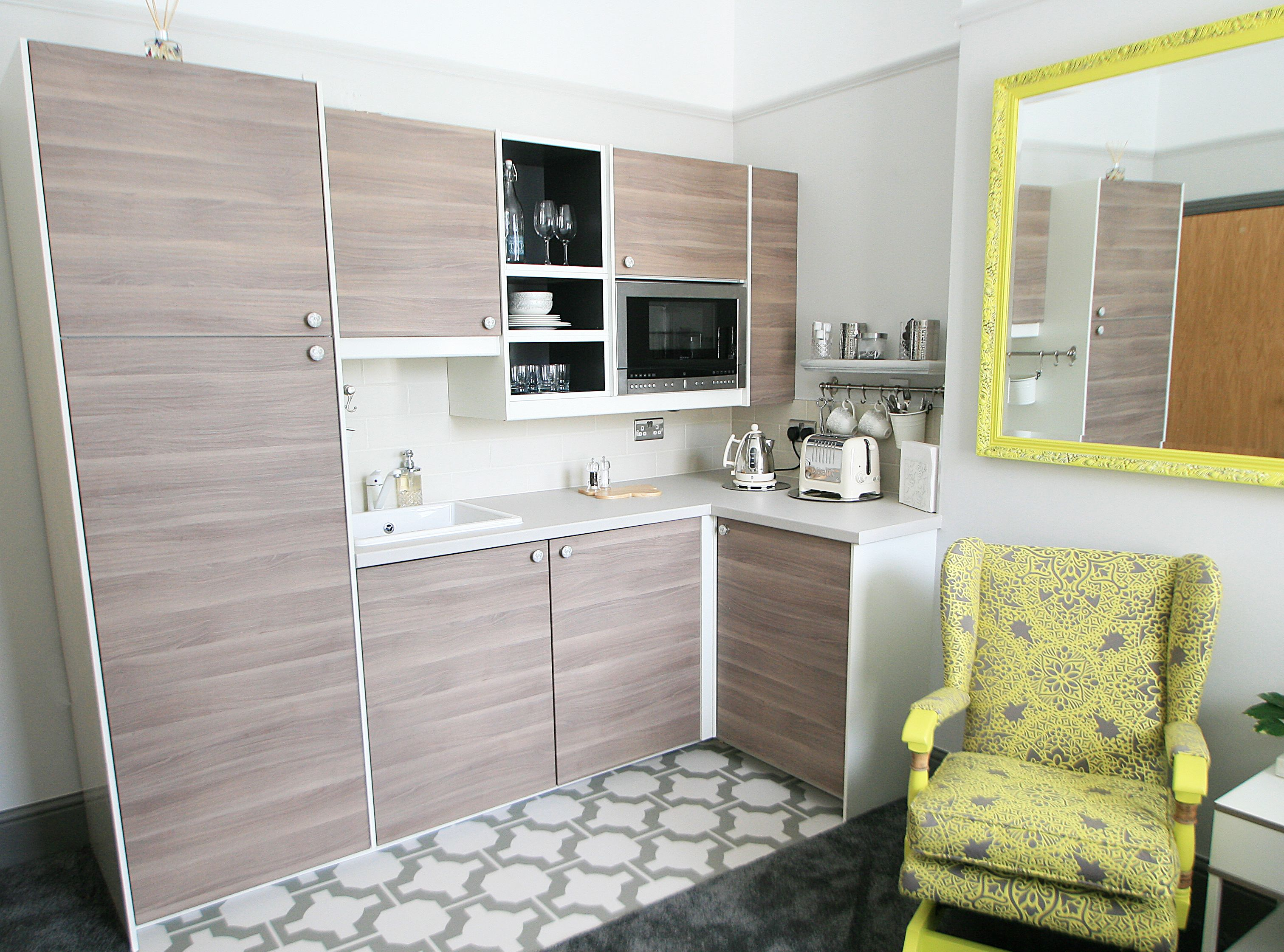 Compact and bijou mini kitchen in 39 the pad 39 using new - Mini cocina ikea ...