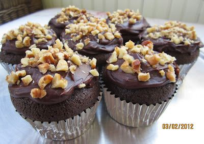 Brot & Bread: DARK CHOCOLATE CUPCAKES