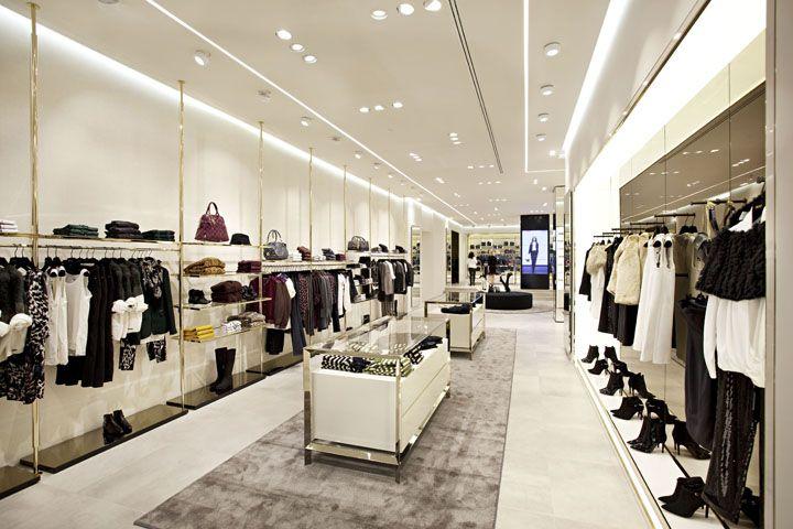 Decrépito Manifiesto Ganar control  LIU•JO store by Christopher Goldman Ward, Madrid Spain luxury fashion    Store design boutique, Retail interior design, Retail store design