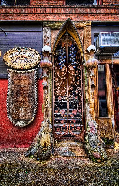Couch Street Gallery Doorway: Portland, Oregon / photo by Visualist Images