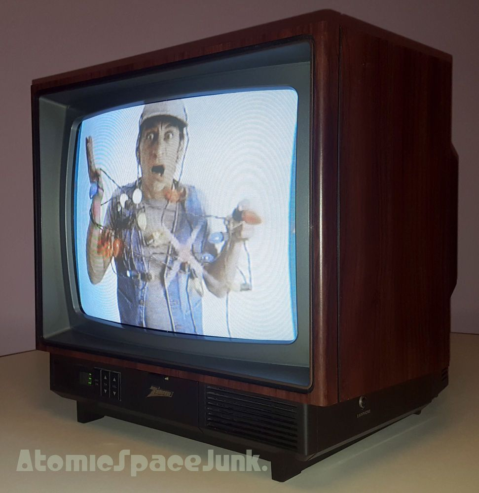 ZENITH VINTAGE TELEVISION SET 13