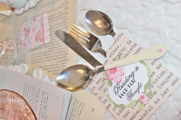 Un precioso sobre para los cubiertos en una fiesta elegante / A lovely envelope for the party cutlery at an elegant celebration