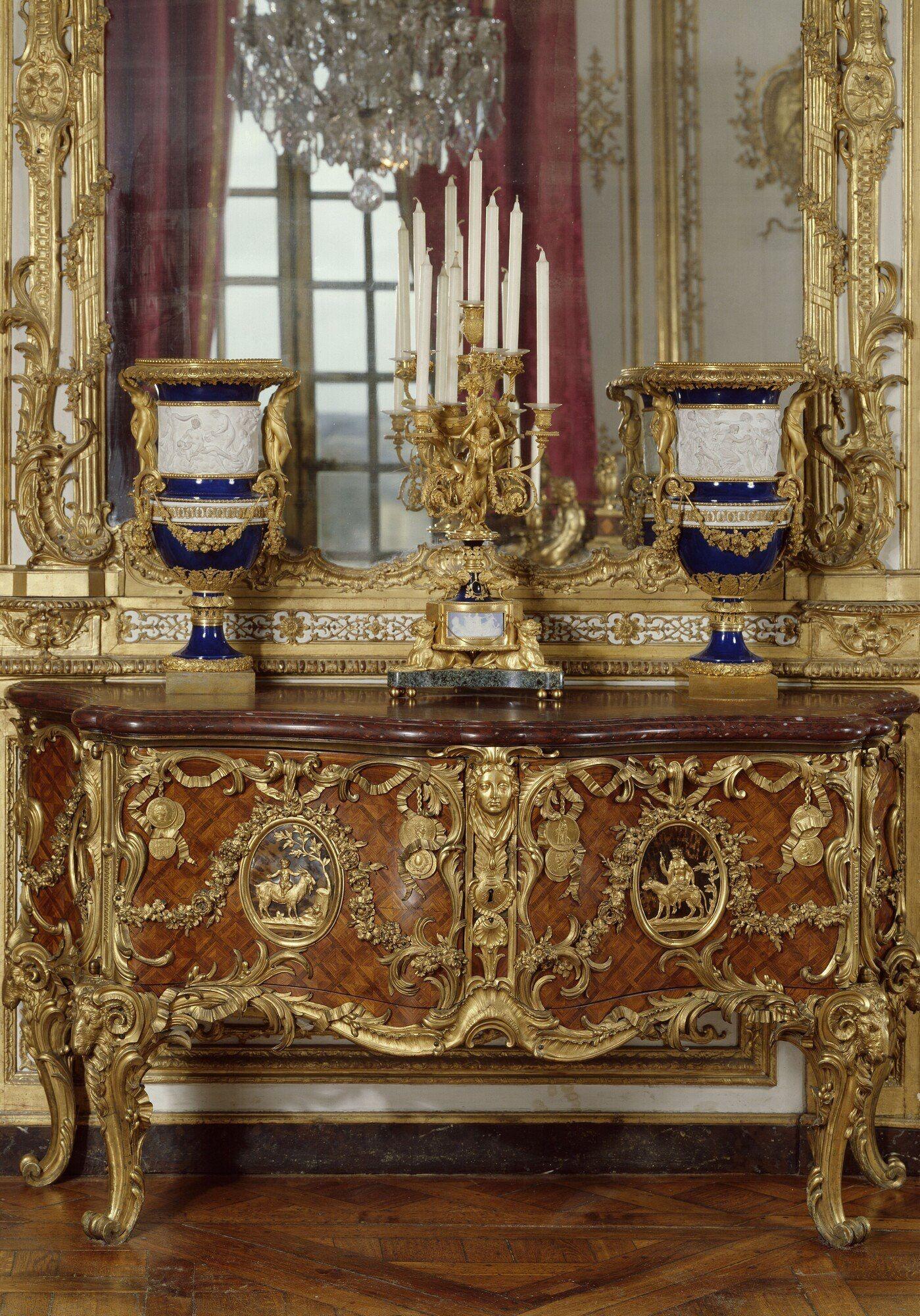 ... Französisches Innenräume, Eingangshallen, Französische Antiquitäten,  Versailles, Französischer Stil, Französische Landhaus Deko, Alte Möbel