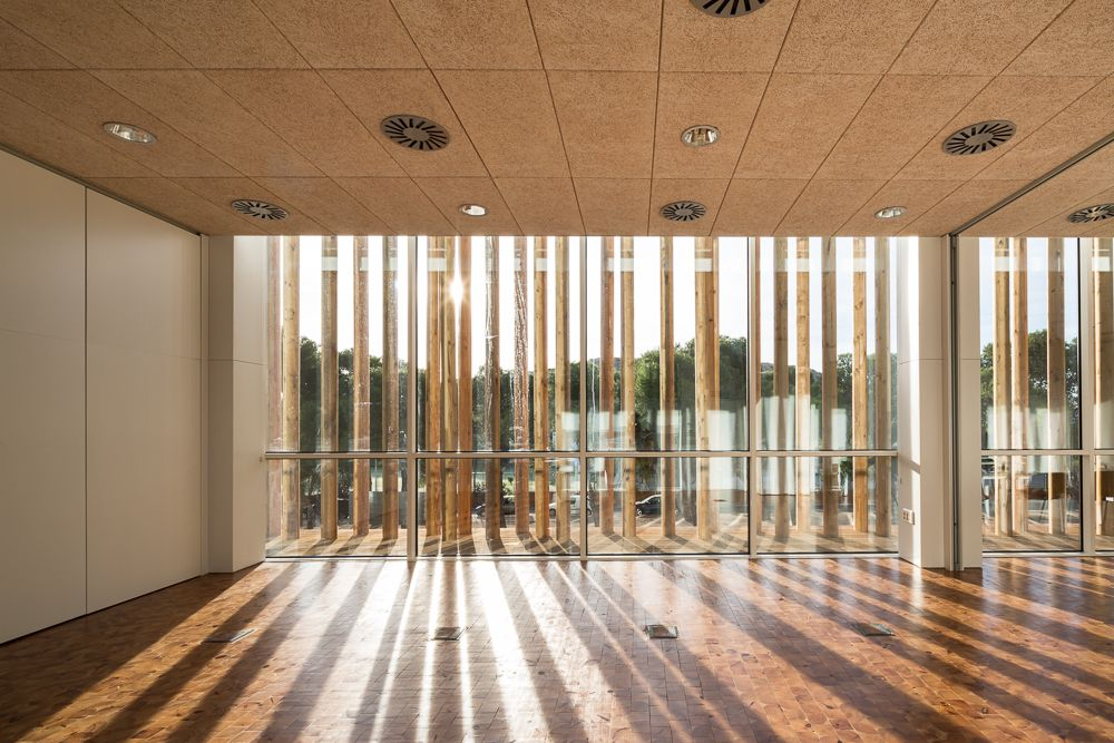 Holz architektur innenraum  Optimal platziert: Multifunktionszentrum in Yecla | Raumgestaltung