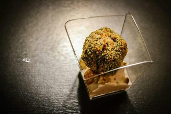 Polpettine di spinaci con crema di ricotta e noci