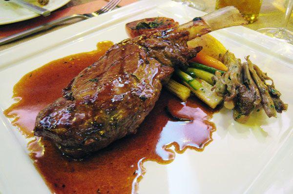 La Chuleta es una costilla con carne de animal, muy consumida a la parrilla o a la plancha. Se trata de un corte de carne sumamente popular en diversos países del mundo, donde también se denomina: Bife, Costilla o Costeleta. Hoy veremos una manera distinta de hacer chuletas.
