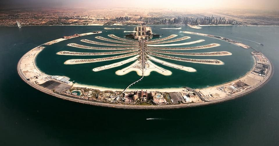 Palm Jumeirah World S Largest Man Made Island Which Is Also Visible Even From Space Palmjumeirah Palmisland Dubai Palm Jumeirah Palm Beach Dubai Dubai