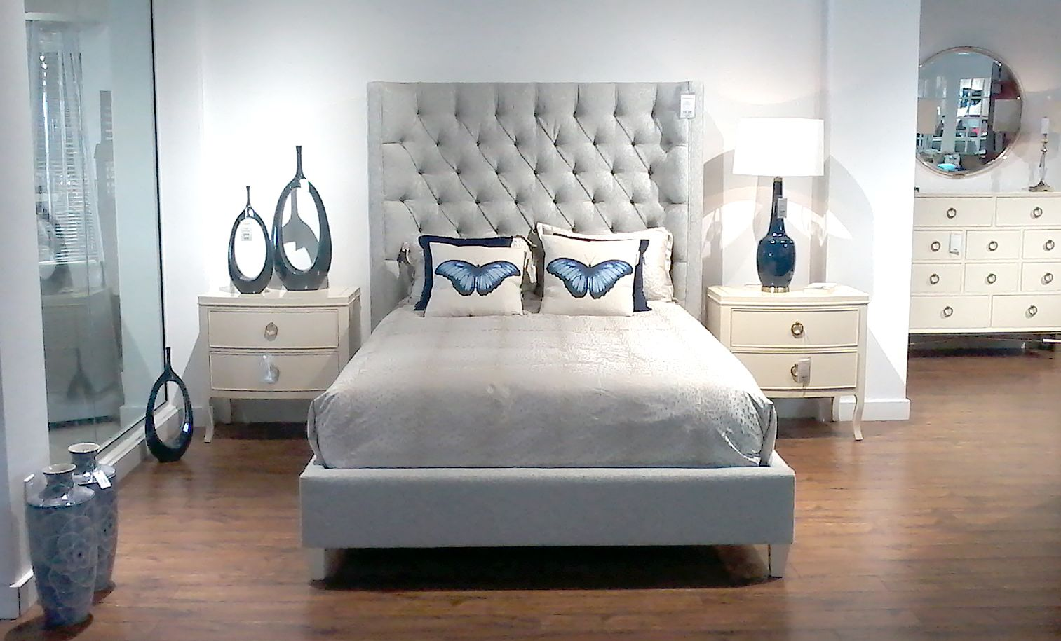 Magnifique Lit Capitonne Rembourre A Tete De Lit Haute De Couleur Gris Home Decor Furniture Decor