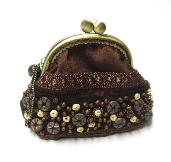 Brown frame coin purse with bead embroidery ♥ by diohej on Etsy