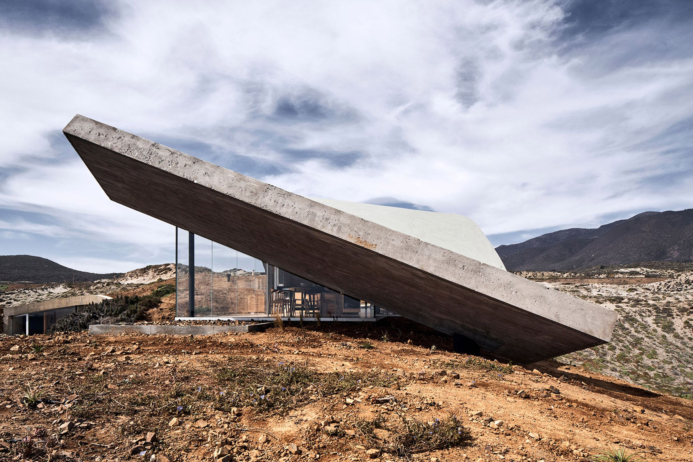 Wavy Concrete Roof Covers Weekend Retreat In Chile By Ryue Nishizawa In 2020 Concrete Roof Ryue Nishizawa House In Nature