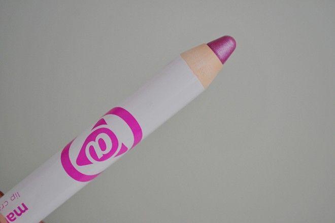 Mary Kay Lápis Batom Purple Punch: batom rosinha, deixa o lábio com um ar romântico e saudável. Parece ser rosa escuro, mas na boca fica rosa claro. Transfere, o legal é tê-lo na bolsa para retocar sempre!
