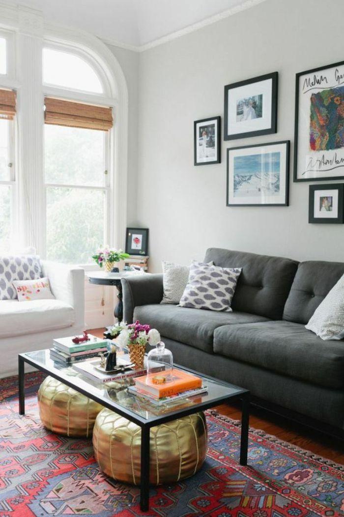 Wohnzimmer Streichen Ideen Beige Wände Farbiger Teppich Goldene Hocker