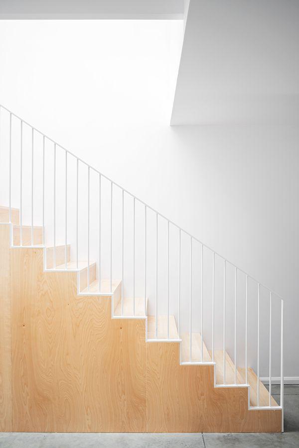 Rivard – L\'Abri | Descente d\'escalier | Stair walls, House stairs et ...