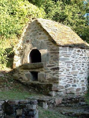 Outdoor bread ovens stone bread ovens france bread ovens pinterest oven france and stone - Outdoor stone ovens ...