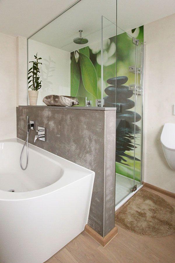 individuelles badezimmer mit fugenloser motivplatte in der dusche einer zwischenwand mit. Black Bedroom Furniture Sets. Home Design Ideas