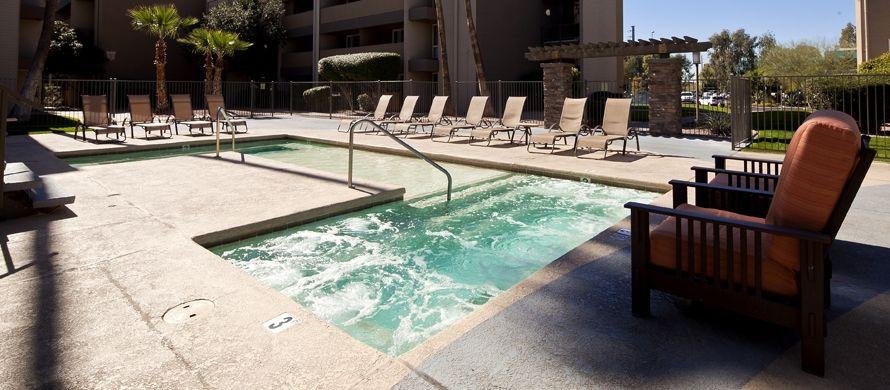 877 955 2030 1 2 Bedroom 1 2 Bath Capri On Camelback 5115 N 40th St Phoenix Az 85018 Camelback Apartments For Rent Metro Apartment