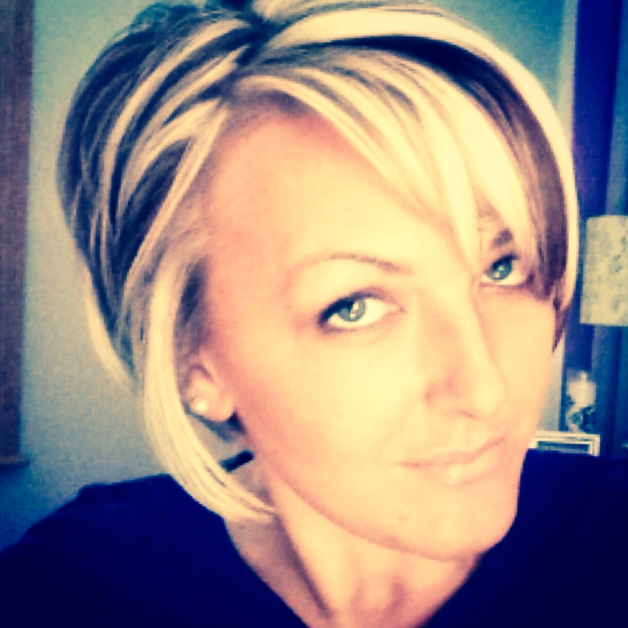 Short bob hairstyle with platinum blonde highlights and auburn