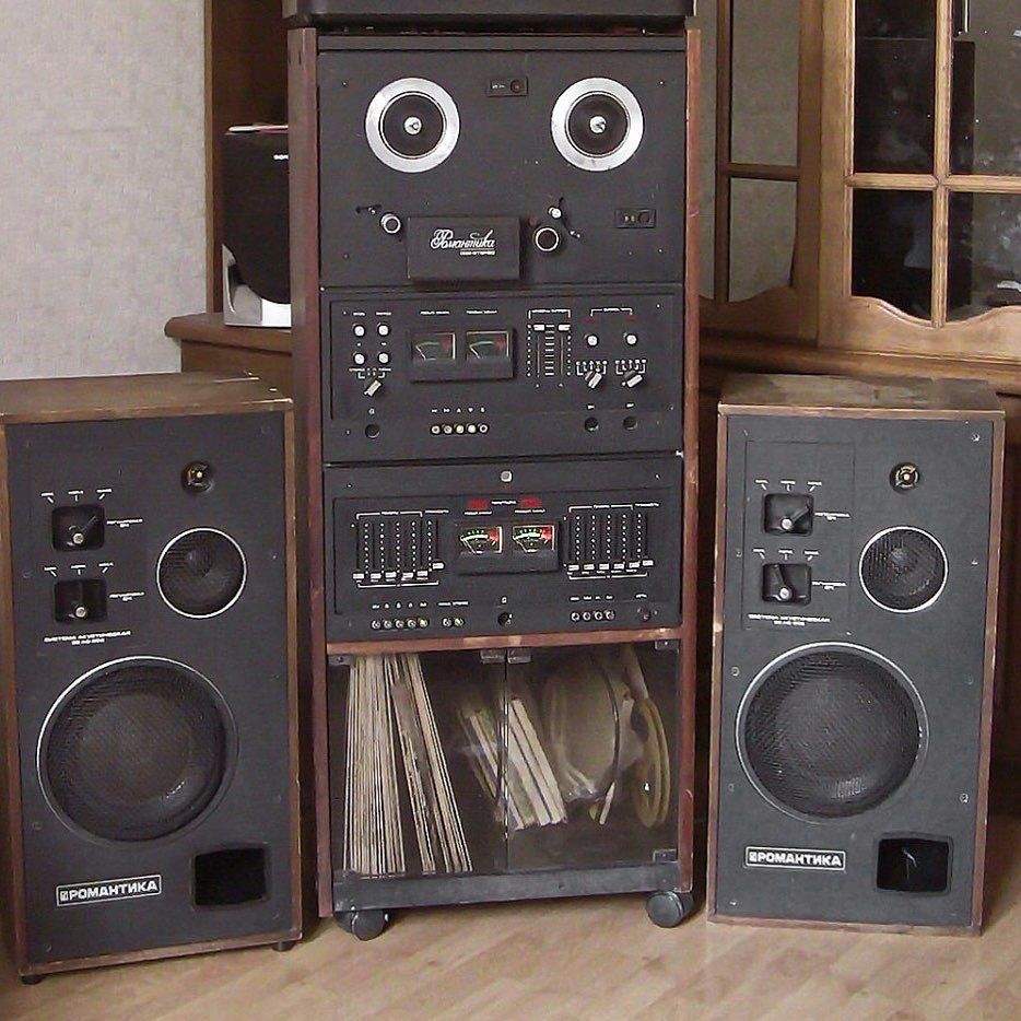 Romantica 002 hifi audio with open reel to reel tape