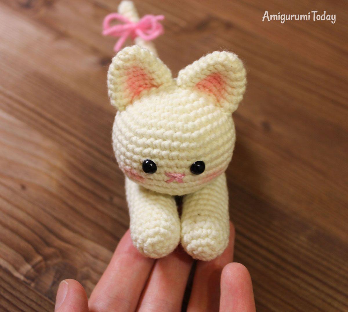Lying kitten amigurumi pattern