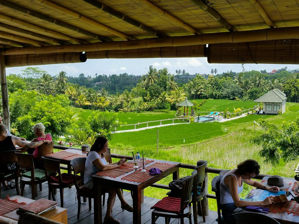 The Beautiful Location Of Restaurant Sari Organik In The Middle Of The Rice Fields In Ubud Restaurant Im Freien Ubud Bali