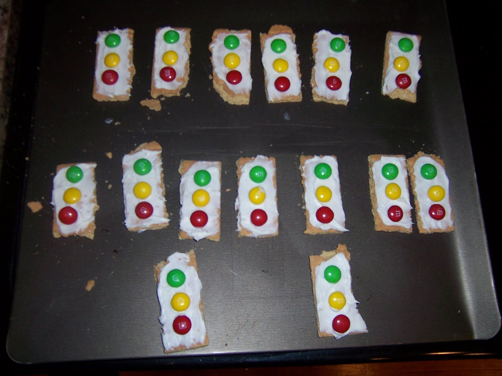 Traffic Lights Made With Graham Crackers Icing And M Amp Ms Very Easy To Make And Tasty