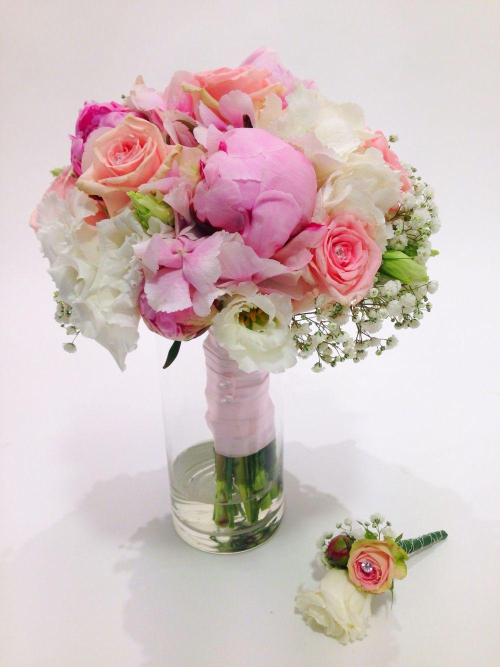 brautstrau rosa wei mit rosen hortensie schleierkraut eustoma und pfingstrosen. Black Bedroom Furniture Sets. Home Design Ideas