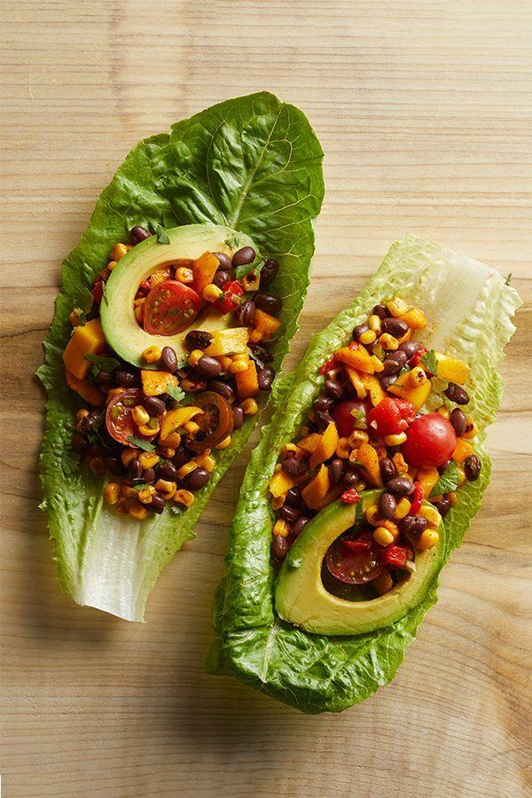 Coupes de haricots noirs, de maïs et de laitue aux poivrons rouges rôtis - Déjeuner végétarien, recettes végétariennes, faits connus sur le blog végétarien