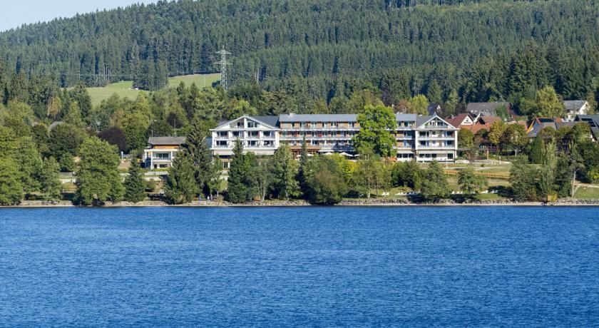 ... On The Banks Of Lake Titisee, This 4 Star Hotel Offers A Spa With Indoor  Pool, A Lakeside Terrace And A Restaurant Serving Black Forest Specialities.