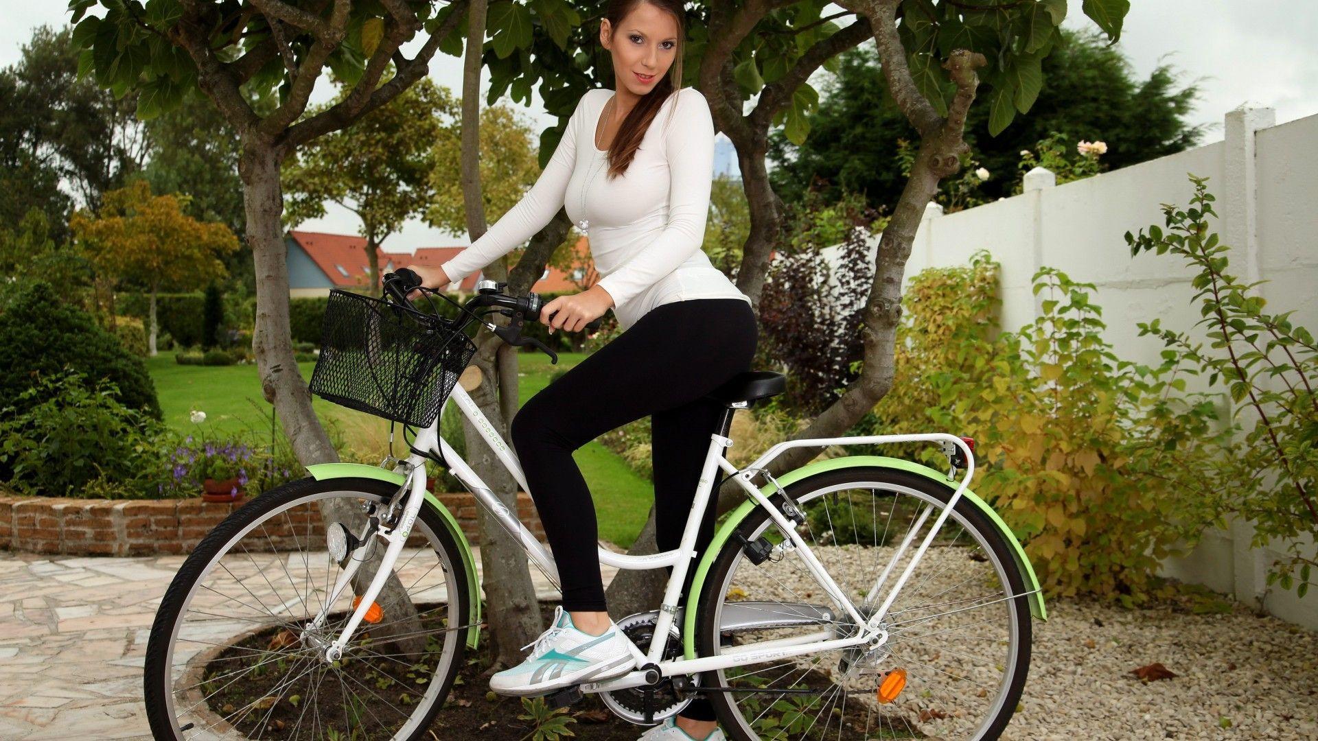 Девочки на велосипедах голые фото 93-557