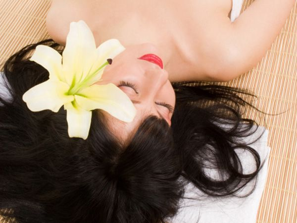 Remember those days when your mom most lovingly massaged your hair with coconut oil? Today, as you look back and thank her for cultivating the healthy practice in you, we take you through some useful tips for naturally beautiful hair. Here are remedies from nature as per your hair problem.