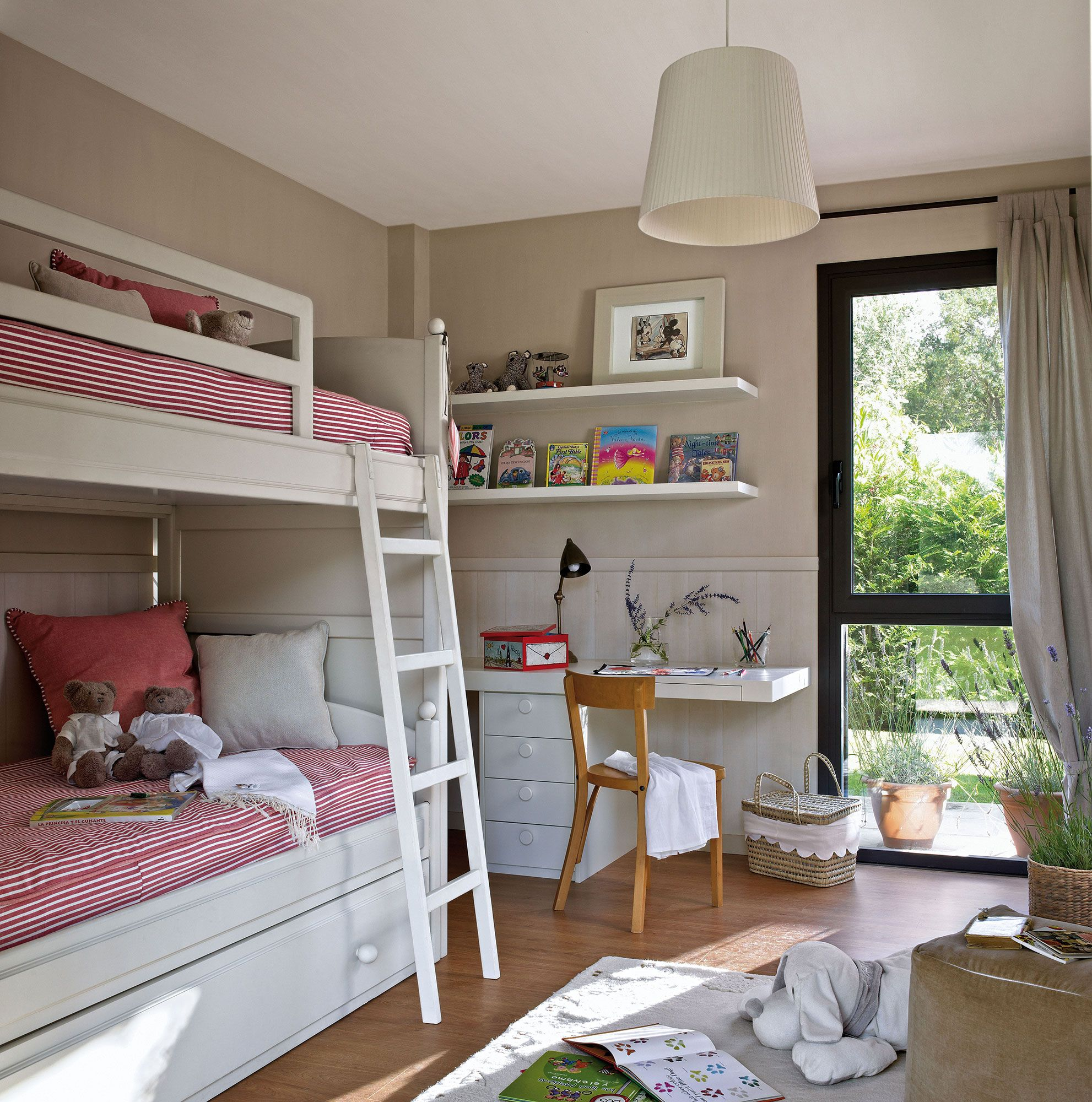 Habitaci n infantil con una litera kid 39 s room for Cuartos para ninas literas