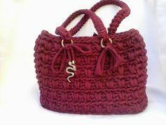 Crochet o ganchillo: Bolso trapillo burdeos