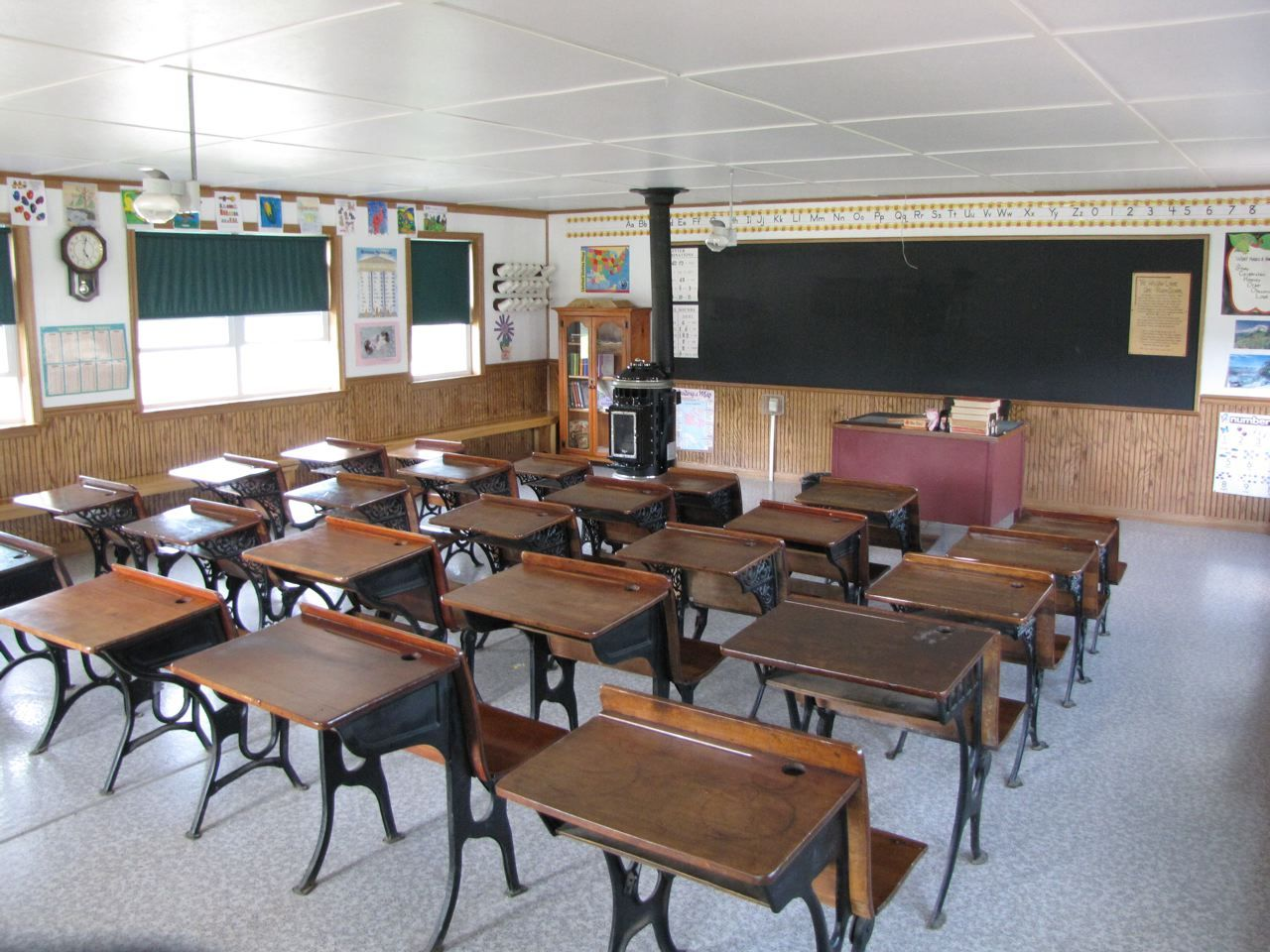 Inside of a one room Amish school house. | Amish Simplicity ...