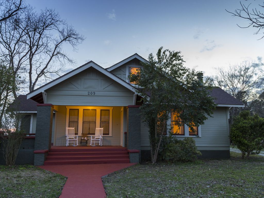 Historic Getaway On The San Marcos River VRBO House