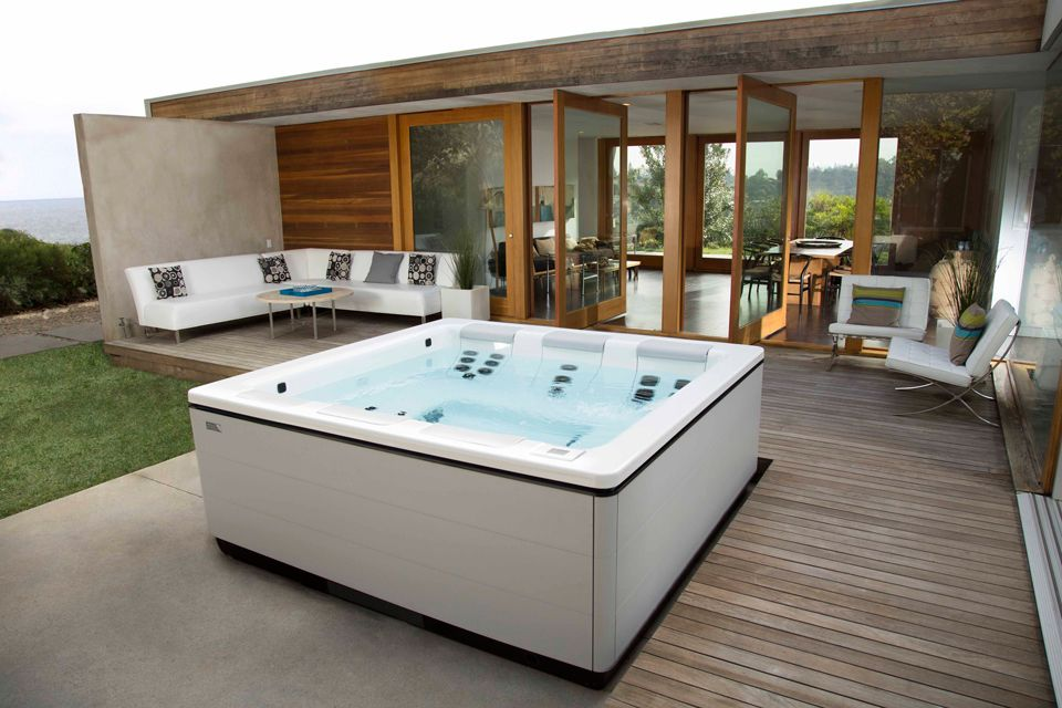 Stil A Modern Hot Tub Design By Bullfrog Spas Modern Hot Tubs Luxury Hot Tubs Hot Tubs Cheap