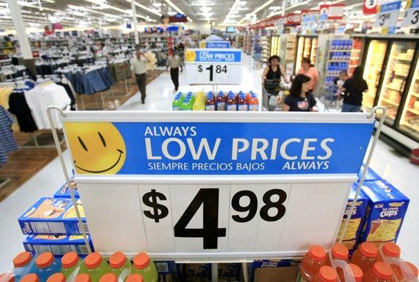 """""""Vel, vi bare hadde en av disse ukene her på Walmart U.S. Hvor er alle kundene? Og hvor er deres penger? """"  På fredag, Bloomberg utgitt et par interne e-post fra Wal-Mart ledere panikk om selskapets verste salg start i sju år, """"en total katastrofe,"""" som en putte den. Execs tilskrevet lønn skatt fottur som sparket på januar 1, kutte median familiens take - home lønn ved ca $1000 i år Wal-Marts nedgangen."""