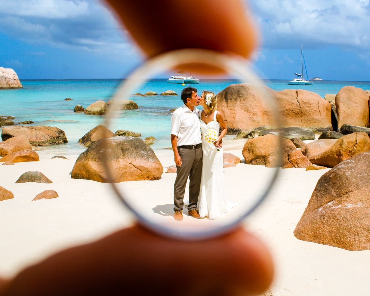 Marriage Couple At The Beach Get Framed By Their Wedding Ring In 2020 Marriage Couple Seychelles Wedding Couple Beach