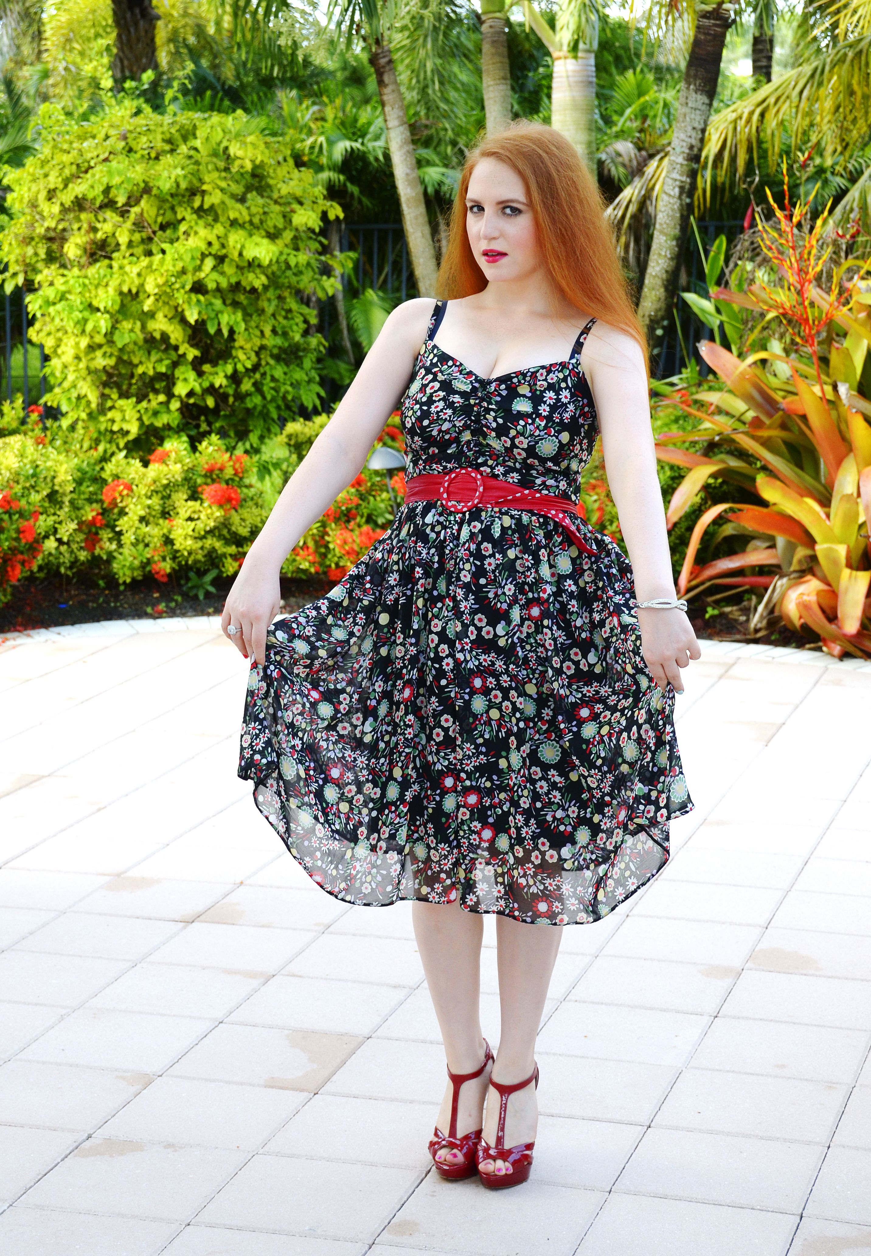 Black Dress With A Red Green And White Flower Print A Red Belt And Red Heels Fashion Twinvogue Fashion Floral Fashion Fashion Vogue [ 4128 x 2864 Pixel ]