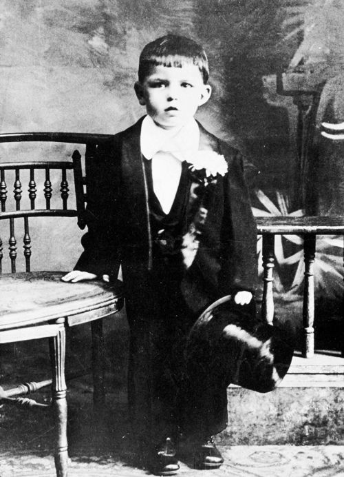 Frank Sinatra at 5 years old in wedding party