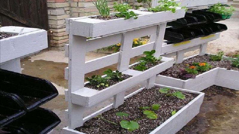 Les palettes font la d co du jardin accessoires de jardin les palettes et palette bois - Deco jardin en palette nice ...