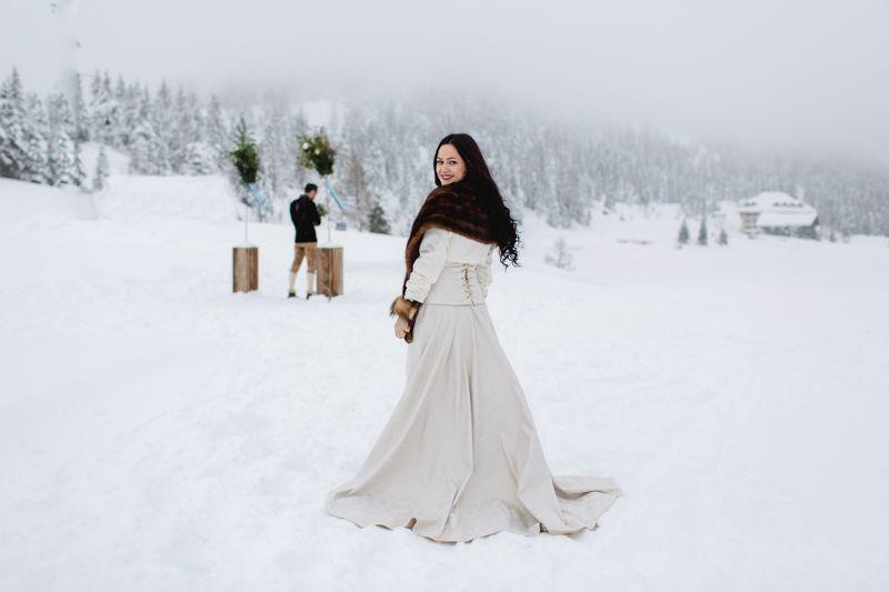 Winterhochzeit brautkleid  Brautkleid für den Winter mit Schleppe   Brautkleider - wedding ...