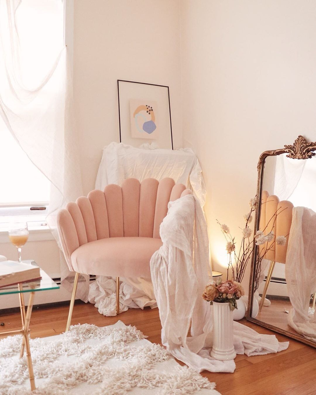 The List Issue 04 The Pink Chair You Need In Your Life Hello Lovely Living In 2020 Room Ideas Bedroom Room Decor Bedroom Aesthetic Room Decor