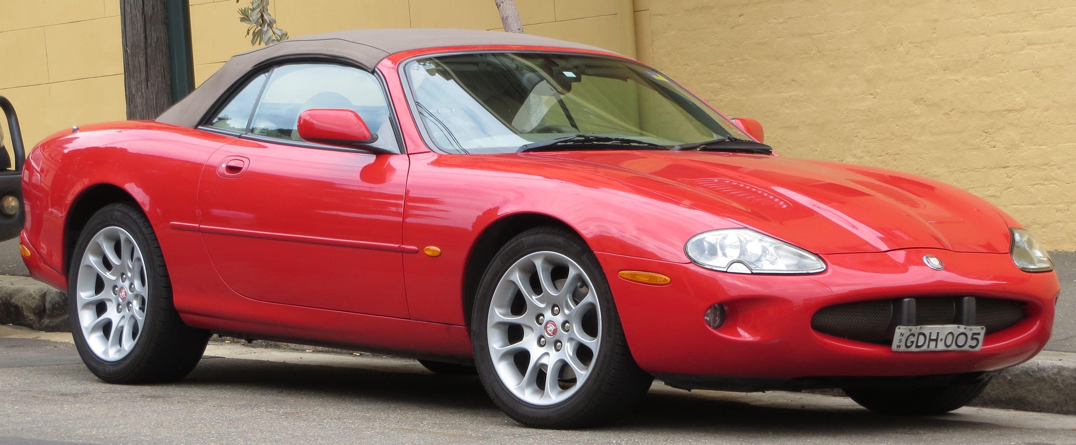 Red Jaguar XKR X100 | Youngtimer, Oldtimer