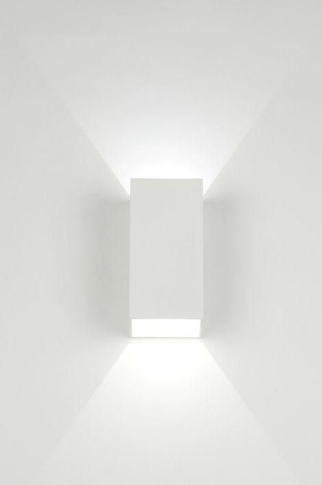 Artikel 71977 Strakke LED wandlamp in rechthoekige vorm. Dit fraaie ...