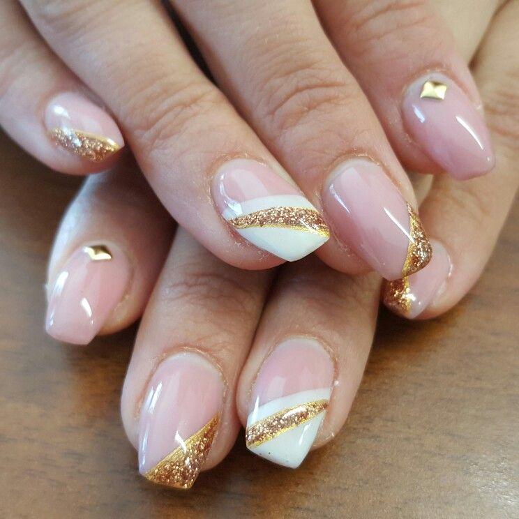 Nails art bianco e oro