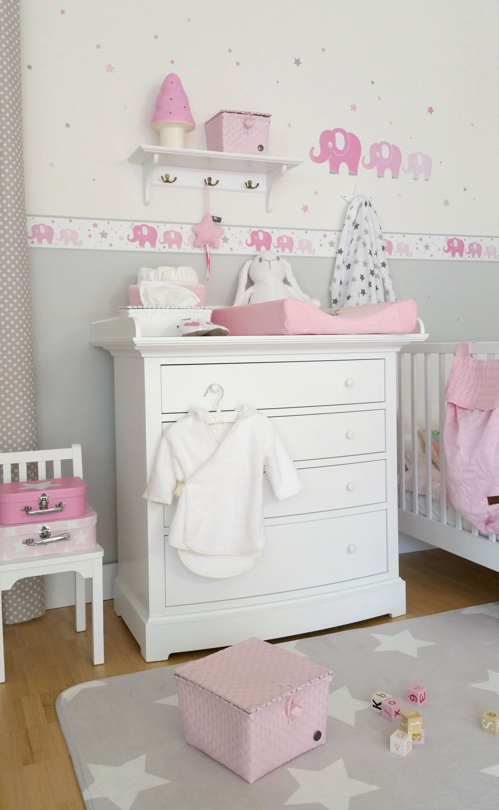 kinderzimmer bord re elefanten rosa grau selbstklebend. Black Bedroom Furniture Sets. Home Design Ideas