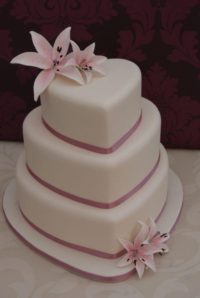 Hochzeitstorte Herz Romantisch Dessert Rosa Lilien Inspiration